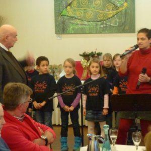 Weinachtsfeier der SPD Senioren  mit den Kindern des Spatzenchors der Evangelischen Christuskirche.