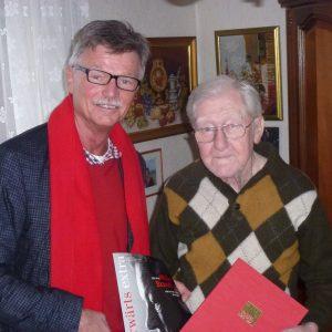 Udo Landgrebe gratuliert Karl Marburger