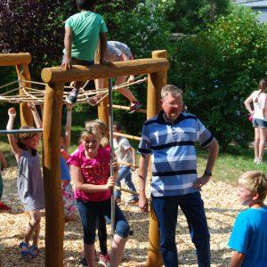 Rainer Fich beim Sommerfest der Regenbogenschule