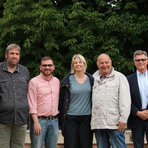 Rainer Fich mit den nominierten Kandidaten für die Kreistagsliste der SPD