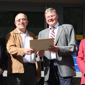 Udo Landgrebe, Gemeindewahlleiter Walter Lassek, Rainer Fich und Uli Callies vor der Abgabe der Kandidatenunterlagen für die Bürgermeisterwahl am 6. März 2016
