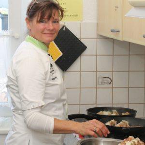 Annette Kreiling in der Küche des AWO Treffs